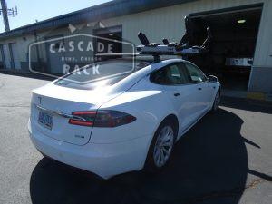 2019 Tesla Model S - Crossbars and Kayak Rack - Thule